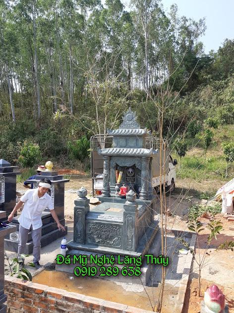 mộ đá xanh rêu 1
