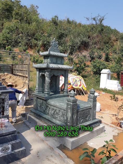 mộ đá xanh rêu 2